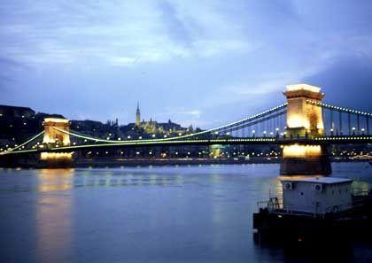 Malerisch: Budapest bei Nacht