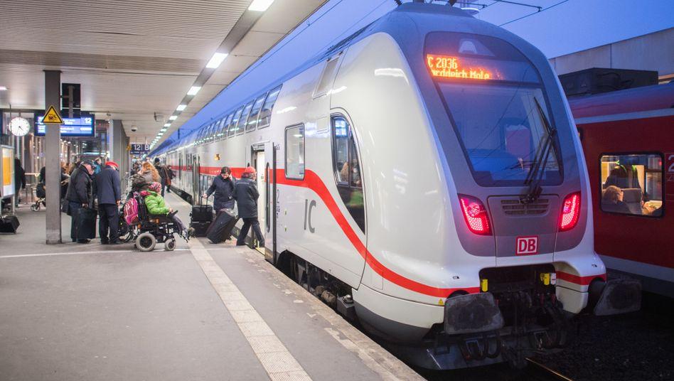 IC 2 der Deutschen Bahn in Hannover: Die Bahn will endlich pünktlicher werden.