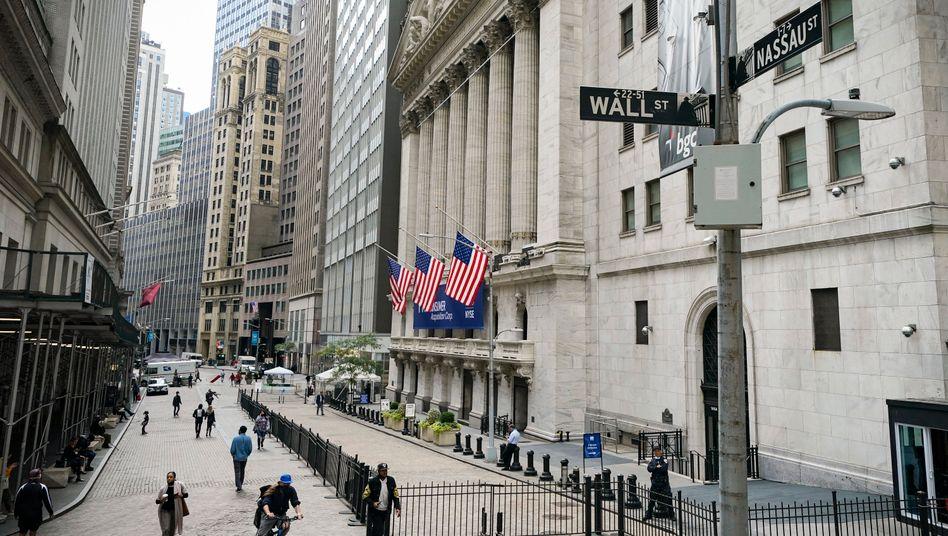 Hohe Schulden, Blasenängste an der Wall Street: Szene vor der Börse in New York.