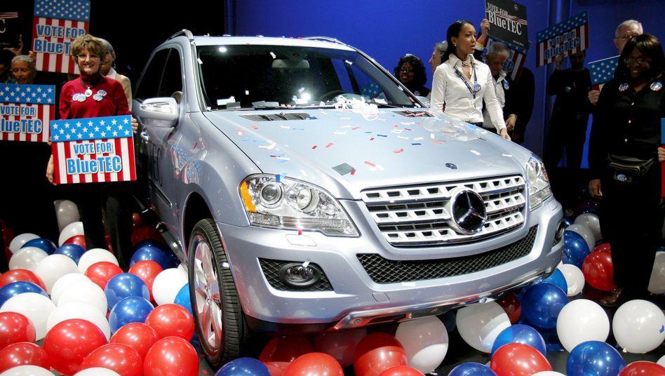 """Werbung für einen """"Clean Diesel"""" von Mercedes-Benz in New York im März 2008"""