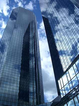 Bewölkter Börsenhimmel:Der Kurs der Deutschen Bank ist eingebrochen