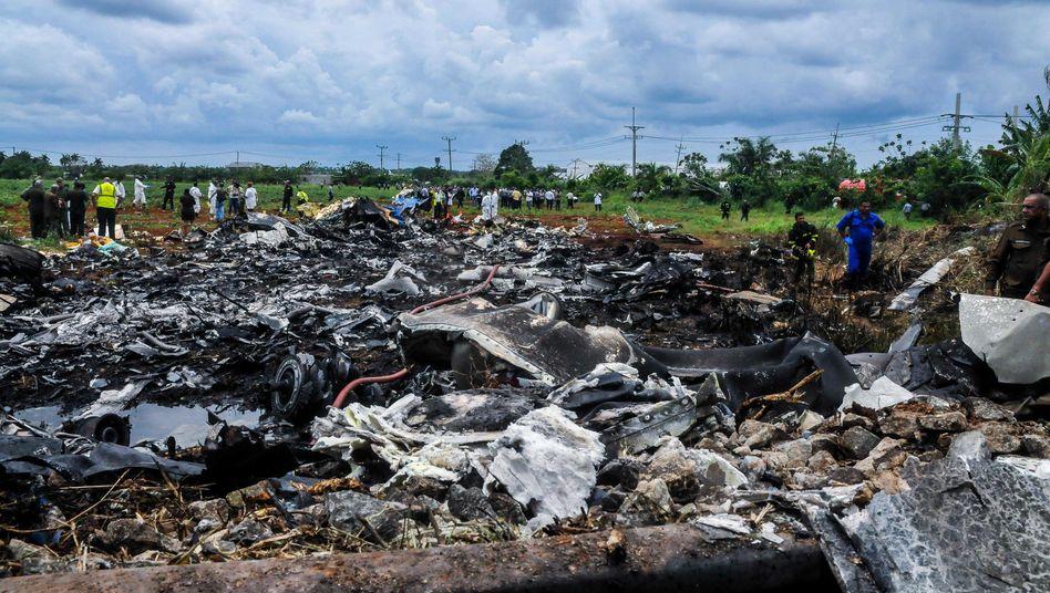 Absturz nahe Havanna: Rettungskräfte untersuchen Reste der Boeing 737-200