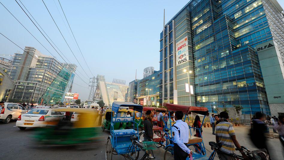 Geschäftszentrum Gurgaon nahe Delhi: Der hohe Anteil der Dienstleistungen schirmt die Wirtschaft gegen Schocks von außen ab