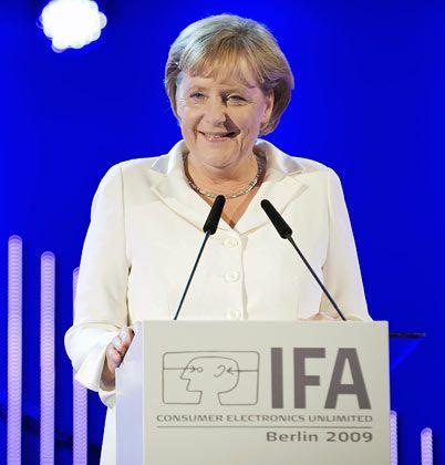 Hoffnung in der Krise: Kanzlerin Merkel war bei der Ifa-Eröffnung guter Dinge