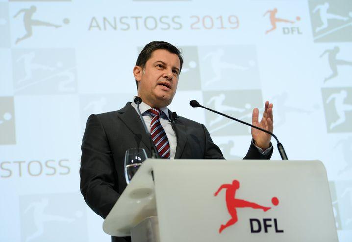 Investoren machen den Fußball nicht kaputt, sie schützen ihn: DFL-Boss Christian Seifert sieht die dringende Notwendigkeit, dass sich der deutsche Profifußball reformiert.