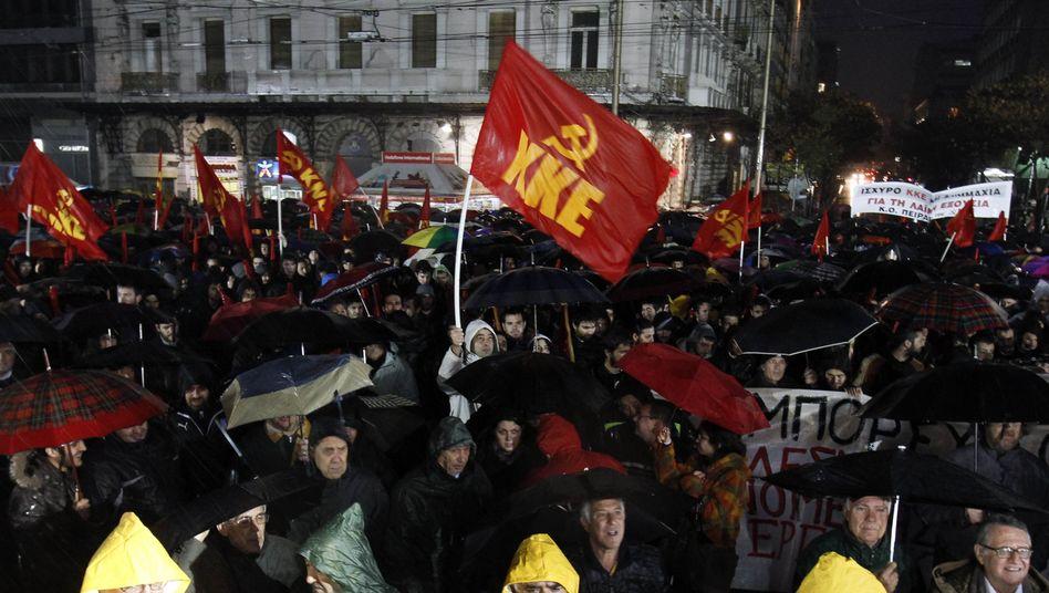 Demonstrationen in der Nacht: In Athen und anderswo protestieren Menschen auch heute gegen die geplanten Sparauflagen