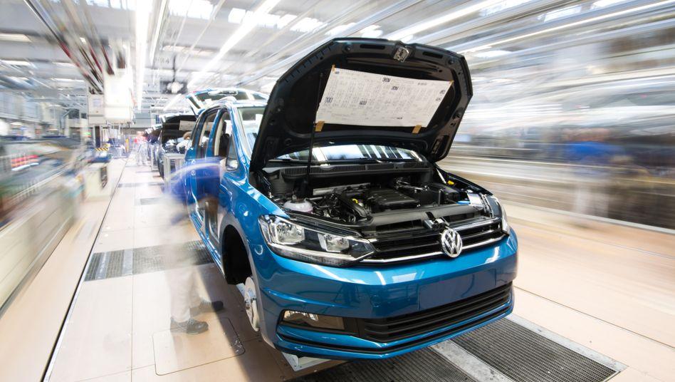 Angebotsschock: Auch im Volkswagen-Werk Wolfsburg musste die Produktion gedrosselt werden