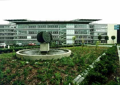 """""""Bekenntnis zum Standort Bonn"""": Der DtA-Neubau wurde erst im Juni 2001 eröffnet"""