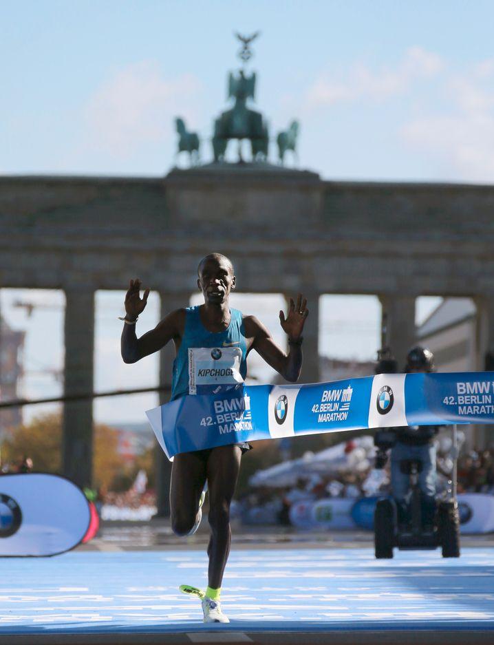 """Ok, """"Berlin-Marathon gewinnen"""" sollten Sie vielleicht nicht auf Ihre Bucket List schreiben. Aber """"Einmal in Berlin Marathon laufen"""" ist ein gutes Ziel."""