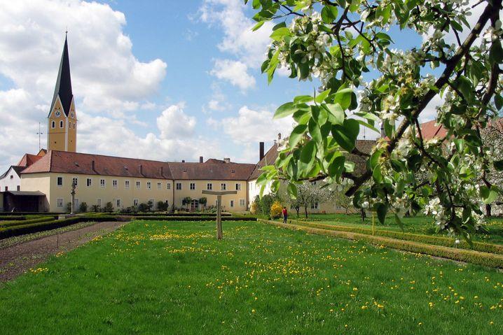 Ein Ort für spirituelle Wellness: Im Klostergarten in Dietfurt werden Qigong und Tanz angeboten.