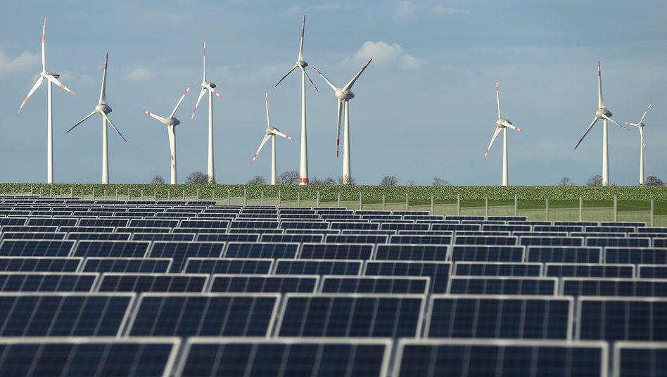 Windkraft- und Solaranlagen bei Berlin: Von einer belächelten Nischen-Technologie zum Rückgrat der deutschen Stromversorgung