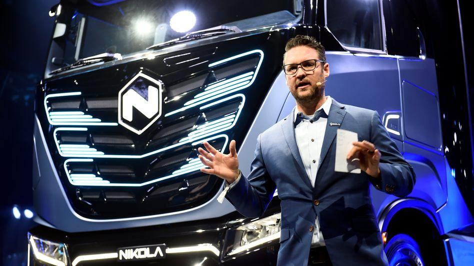 Ein Elektro-Lkw, der womöglich nie auf den Markt kommen wird: Nikola-Gründer Trevor Milton wird vorgeworfen, Anleger und Investoren belogen zu haben