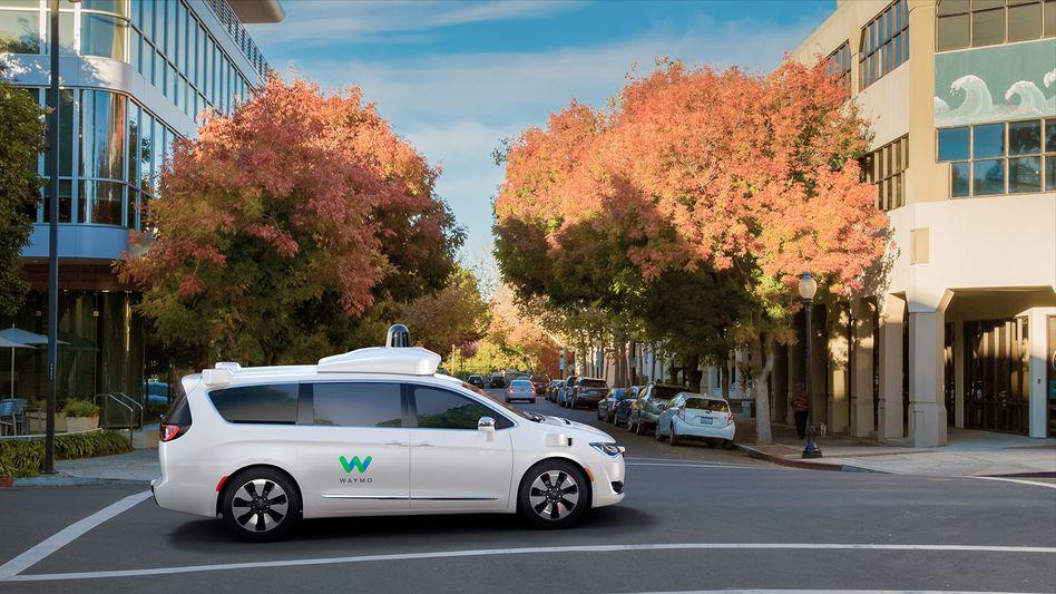 """Fahrzeug aus Waymos Testflotte selbstfahrender Autos: Künftig ohne menschlichen """"Kontrollfahrer"""" unterwegs"""