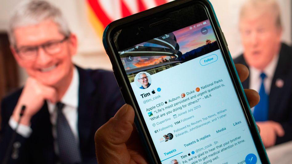 "Tim Cook mit ""Tim Apple""-Twitter-Profil (Montage)"