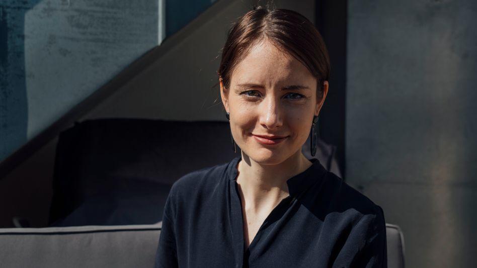 Gründerin und Outlaw:Mit ihrem Berliner Start-up Civey attackiertJanina Mützedie etablierten Meinungsforschungsinstitute - die sich heftig wehren