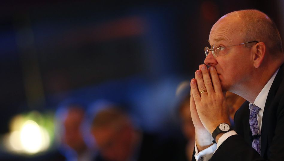"""Commerzbank-Chef Martin Blessing hält an seinen Rendite-Zielen für 2016 fest, """"auch wenn er schwerer wird"""""""