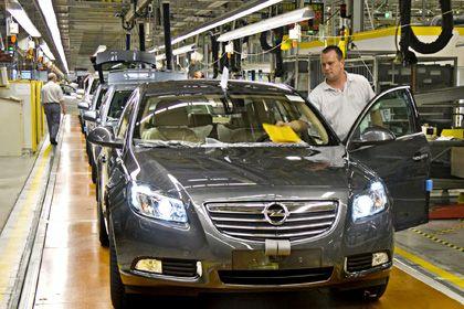 Opel-Produktion in Rüsselsheim: Bei direkten Subventionen vom Staat für jeden Autokäufer würde kein bestimmter Hersteller bevorzugt - der Effekt wäre dennoch kurzfristig spürbar