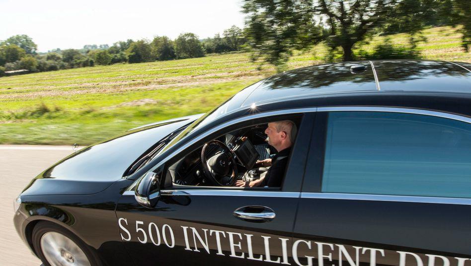 Autonomes Fahren: Künftig sollen die Fahrer am Lausitzring die Hände vom Lenkrad lassen