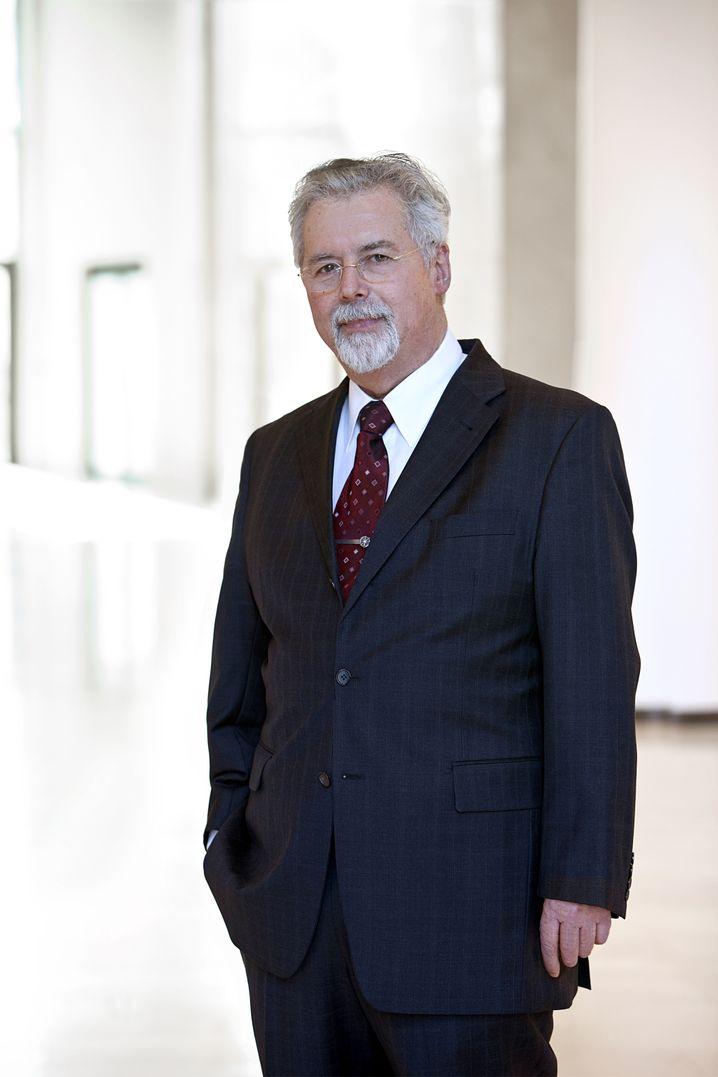 Eugen Münch: Der Rhön-Gründer hat sich nach dem Verkauf von 44 Krankenhäusern an Fresenius in Grabenkämpfen verhakelt und hat im schnellen Takt Manager ausgetauscht.