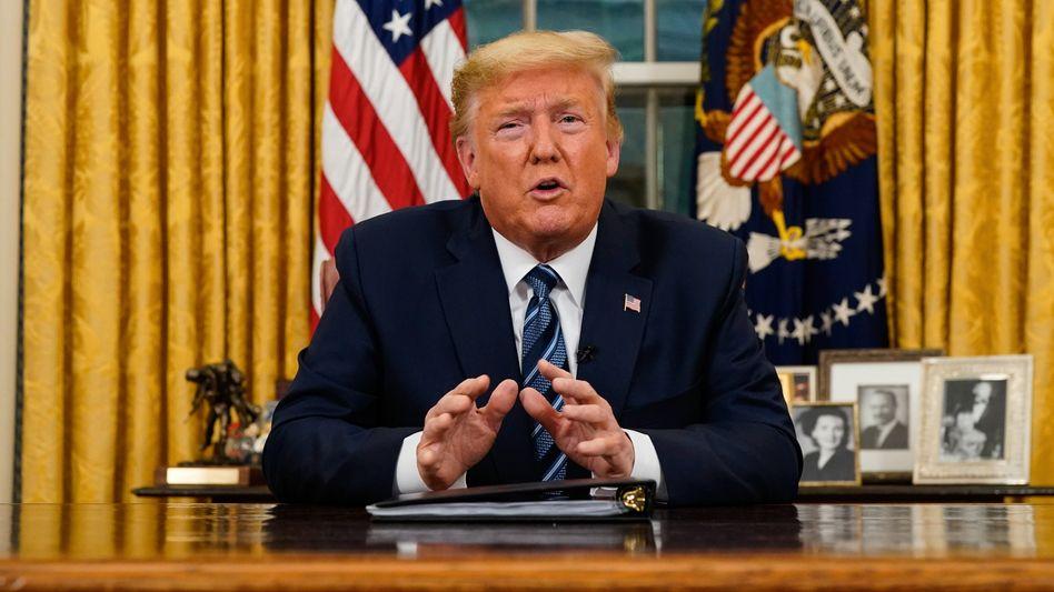 Donald Trump: Nach Ankündigung des Einreisestopps brach der Dow Jones nachbörslich weiter ein