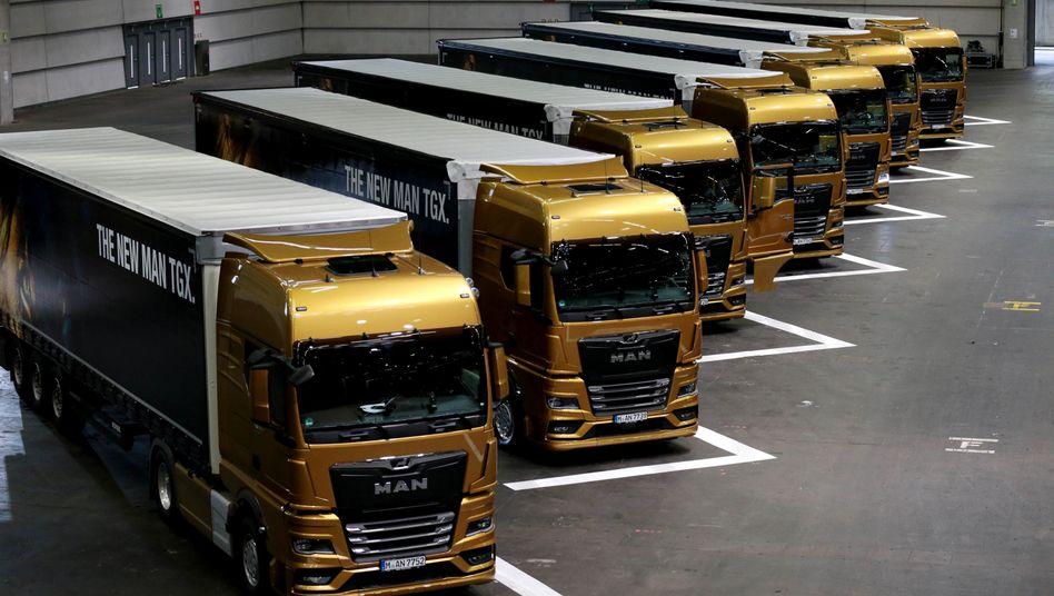 MAN-Lkws in einer Halle: Bei der Truck-Marke soll ein Sechstel aller Stellen wegfallen