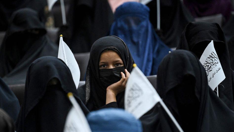 Pro-Taliban-Kundgebung an Kabuls Shaheed Rabbani Universität: Die Rückkehr der Taliban an die Macht in Afghanistan lämmte ein Vorbote für eine neue Welle des islamistischen Terrors sein