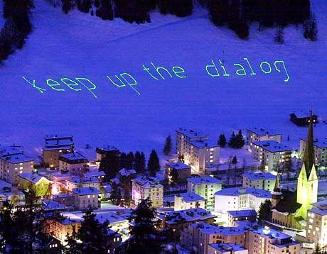 Ausgesperrt: Beim letzten Treffen in Davos konnten sich Demonstranten nur per Laserlicht zu Wort melden