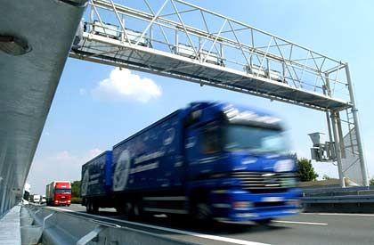 Einnahmeausfälle voll geltend machen: Maut-Brücke an der Autobahn