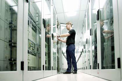 Rechnerräume: Auf den Servern liegen die Datenmengen. Der Datenstrom soll sich in den nächsten Jahen noch vervielfachen