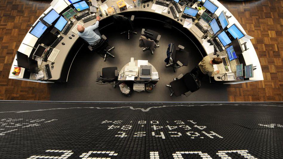 Börsenparkett in Frankfurt: Gute Vorgaben aus Asien sowie starke Konjunkturdaten aus Deutschland treiben den Index an
