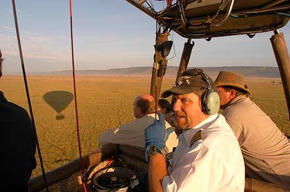 Pilot und Reiseleiter: David Acton erklärt den Gästen die Tierwelt am Boden