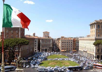 Autoverkehr auf der Piazza Venezia in Rom: Drakonische Strafen für Verkehrssünder möglich