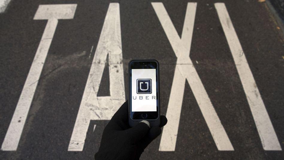 Investoren-Liebling: Der umstrittene US-Fahrdienst Uber will die Taxi-Branche angreifen. In Deutschland muss das Unternehmen neue Wege finden, um das Geschäft weiter betreiben zu können
