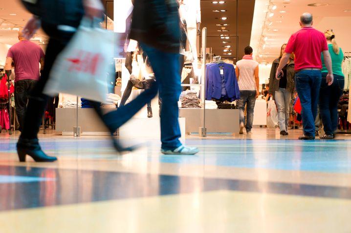Konsum: Auch wenn das Zuhause der schönste Ort ist, die Mainstream-Stars lassen sich ihren Einkaufsbummel nicht vermiesen