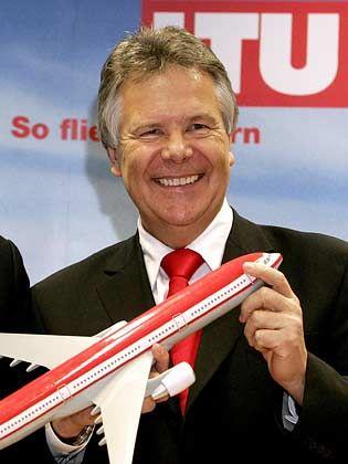 Deal unter Dach und Fach: Der fränkische Unternehmer Hans Rudolf Wöhrl, der auch Mehrheitsgesellschafter bei LTU ist, wird mit DBA und Air Berlin stärkster Konkurrent der Lufthansa