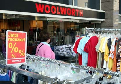 Schritt zur Rettung: Mietsenkung bei Woolworth