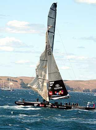 Fehlstart: Auf der ersten Regatta musste Team New Zealand die Segel streichen