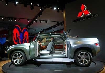Fracht gut: Bei der Pickup-Studie von Mitsubishi sitzen die hinteren Passagiere auf der Ladefläche