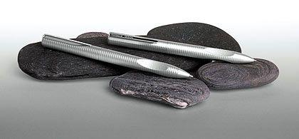 Fingermulde verhindert abrutschen: Kugelschreiber und mechanischer Bleistift von Faber-Castell