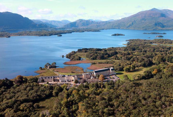 """Nur Berge und Seen: Das """"Lake Hotel"""" im irischen County Kerry ist ein Landhaus aus dem 19. Jahrhundert."""