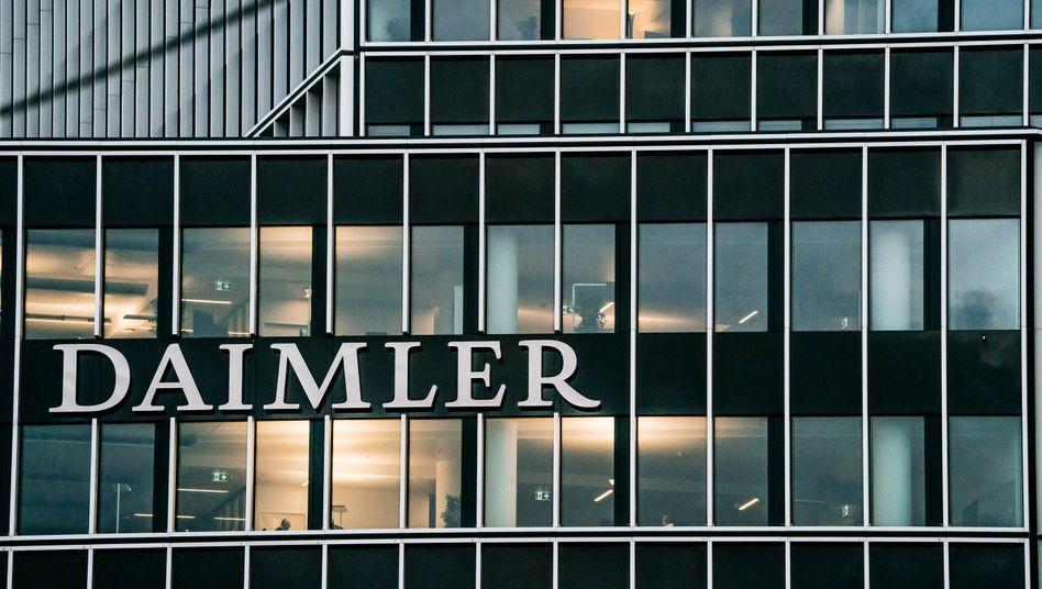 Daimler-Zentrale in Stuttgart: Der Gewinn ist von 2,31 Milliarden Euro im Vorjahresquartal auf 719 Millionen Euro eingebrochen