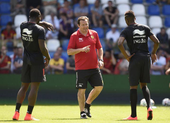 Heißer Tipp: Belgiens Trainer Marc Wilmots lässt seine Mannschaft in Burrda-Sachen auflaufen