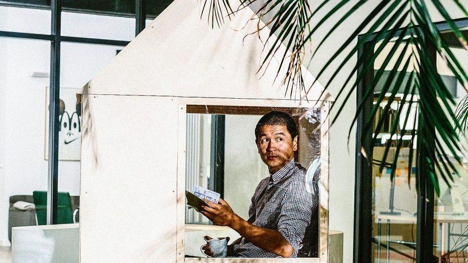 Protagonist der Tiny-House-Bewegung: Der aus Laos stammende deutsche Architekt Van Bo Le-Mentzel erfand die 100-Euro-Wohnung: 6,4 Quadratmeter, alles drin, damit auch Menschen mit wenig Geld in der Innenstadt leben können.