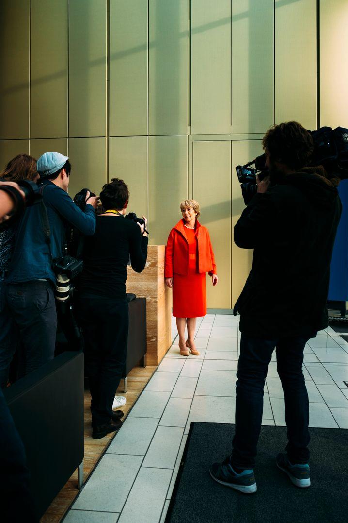 Alarmstufe Rot: Der Reporterandrang war groß, als Merz zu ihrer ersten Bilanzpressekonferenz einlud.
