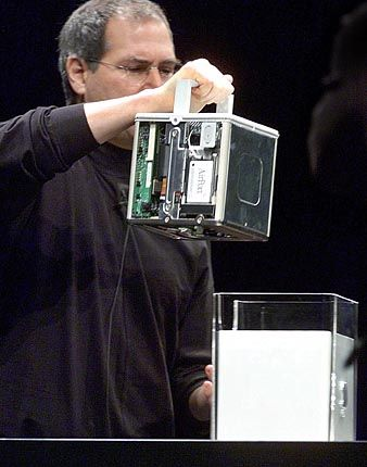 Mac-Würfel: Apple-Chef Steve Jobs kann keine Risse entdecken