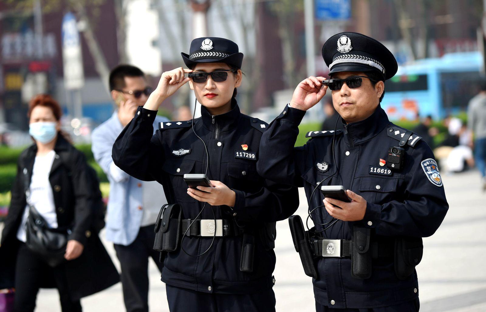 China Polizisten / Datenbrille