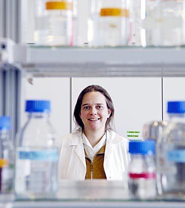 Die Forscherin in der Industrie: Cornelia Dorner-Ciossek studierte Biotechnologie und arbeitete nach der Promotion zwei Jahre als Postdoc. Heute leitet sie die Forschungsgruppe für Alzheimer-Medikamente bei Boehringer Ingelheim
