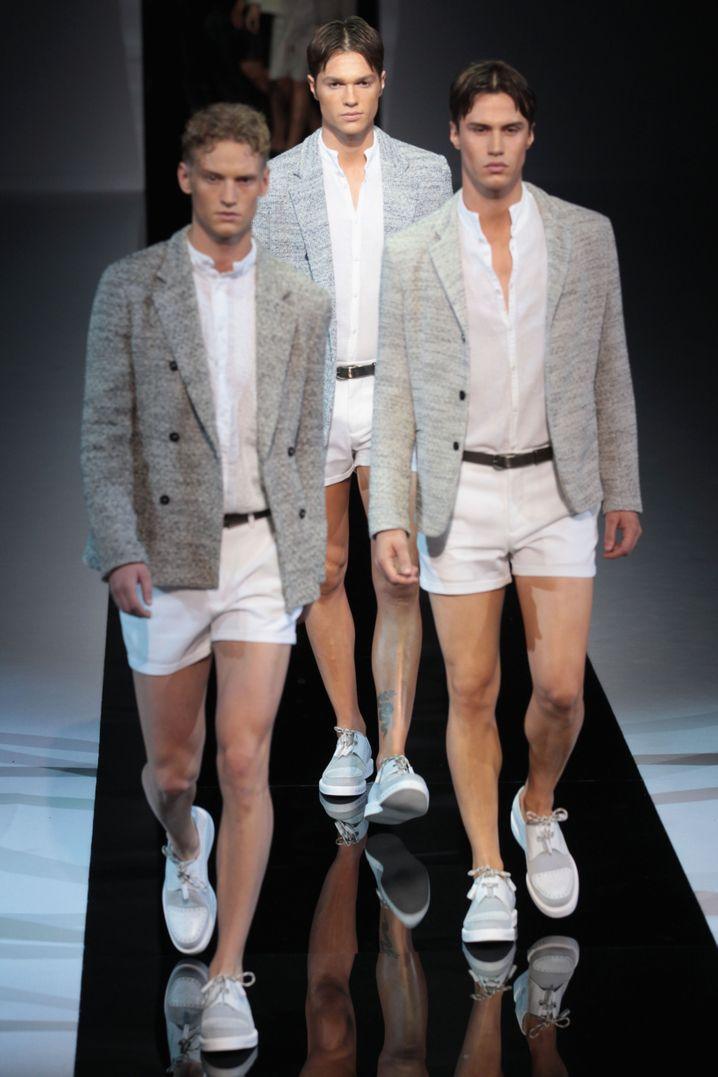 Fürs Büro vielleicht einen Tick zu kurz: Diese Hosen zeigte Emporio Armani vor zwei Jahren bei der Mailänder Modewoche