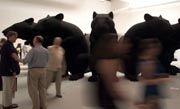 """Katharina Fritsch: Ihre lebensgroßen Skulpturen rufen oft Ängste hervor, haben aber stets auch eine ironische Seite - so wie """"Rat King"""" auf der 48. Biennale im Jahr 1999"""