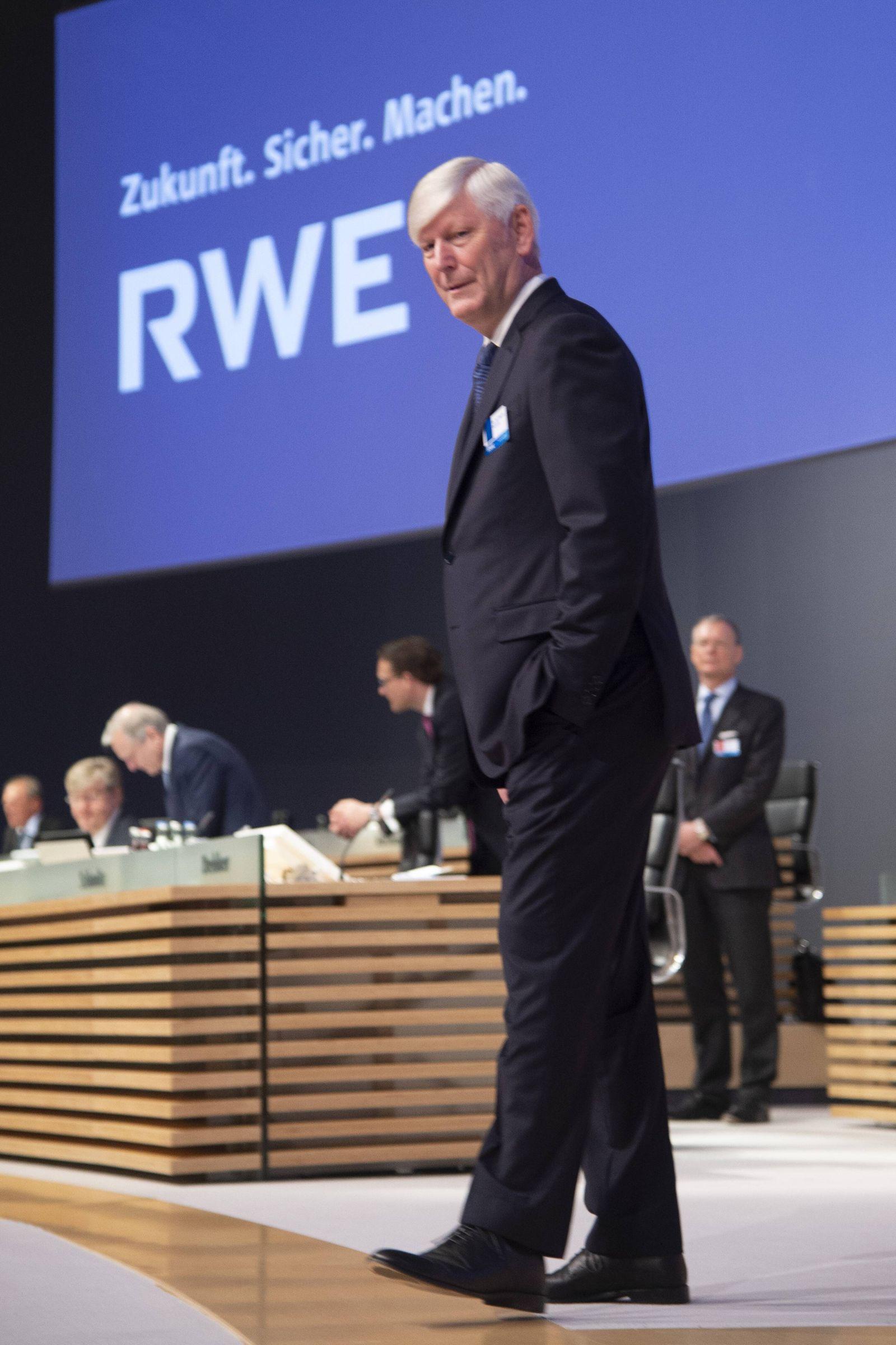 Dr Rolf Martin Schmitz Vorstandsvorsitzender der RWE AG CEO Hauptversammlung der RWE AG am 03 05